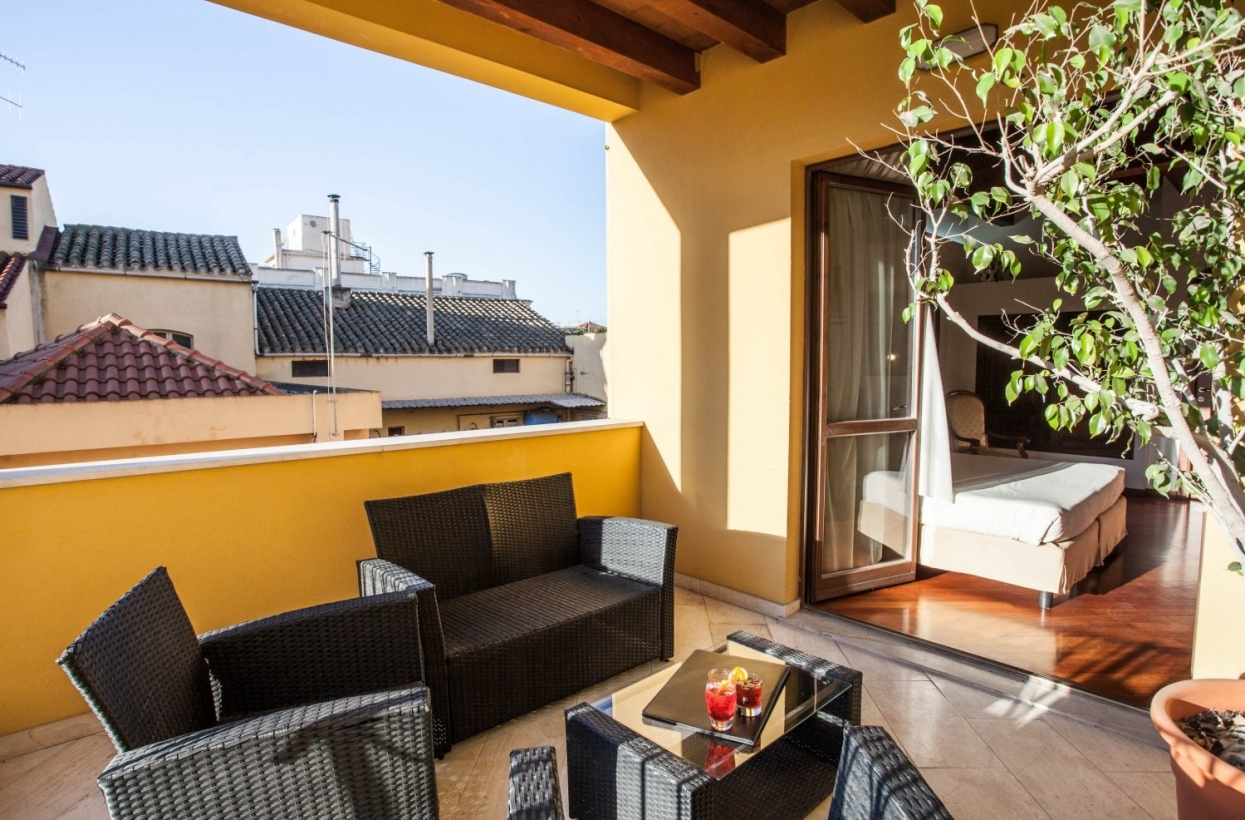 Suite with Terrace – refinement and comfort | Hotel Flora 4* Cagliari